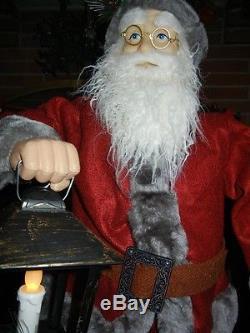 ANIMATED ELF SANTA CHRISTMAS DISPLAY FIGURE with LIGHTED FLICKERING LANTERN