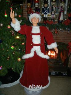 ANIMATED LIFE SIZE 5 FOOT MRS SANTA CLAUS in RED VELVET SINGS & DANCES CHRISTMAS
