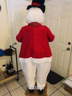 Animated Life Size Holiday Christmas Snowman Singing Dancing, 6 ft (READ)