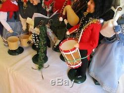 BYERS' CHOICE Carolers 12 DAYS OF CHRISTMAS Entire Set + CONDUCTOR Stand RISERS