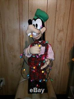 Disney Animated Goofy Tangled in Christmas Lights Music 30 Figure Motion 1996