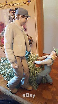Porcelain Figurine With Christmas Tree Grandeur Noel Collectors Edition MIB 2003