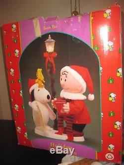 SANTA'S BEST ANIMATED CHARLIE BROWN & SNOOPY AT STREET LAMP Motionette SEE VIDEO
