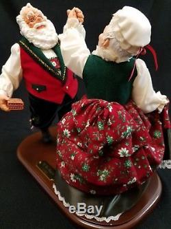 Simpich Character Doll Oh Be Joyful Dancing Santa & Mrs  Clause  547