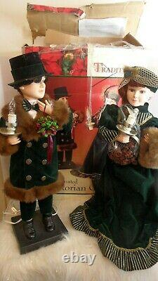 Traditions Animated 26 Victorian Couple