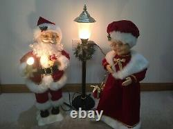 Trim A Home Animated Mr. & Mrs. Claus & Light Post Lighted Motion Adapter Used