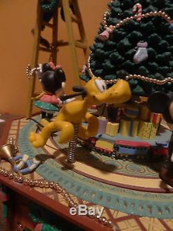 VIDEO Enesco Disney Christmas Jamboree Animated Music Mickey Minnie Donald Goofy