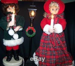 Vintage Christmas Animated Figurines Display Dickens Carolers